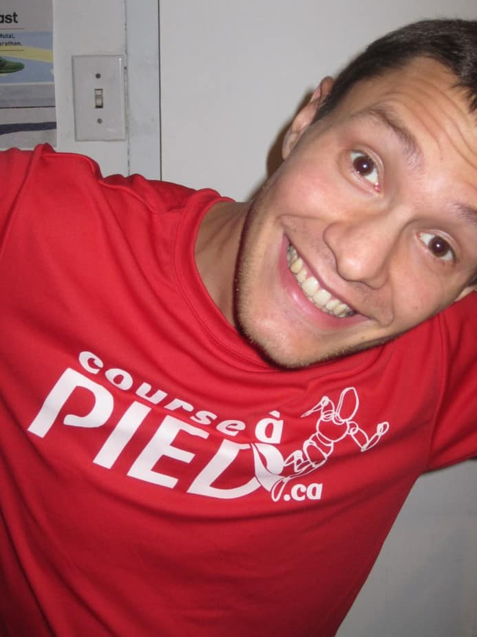 Daniel Riou porte un t-shirt Course à pied.ca
